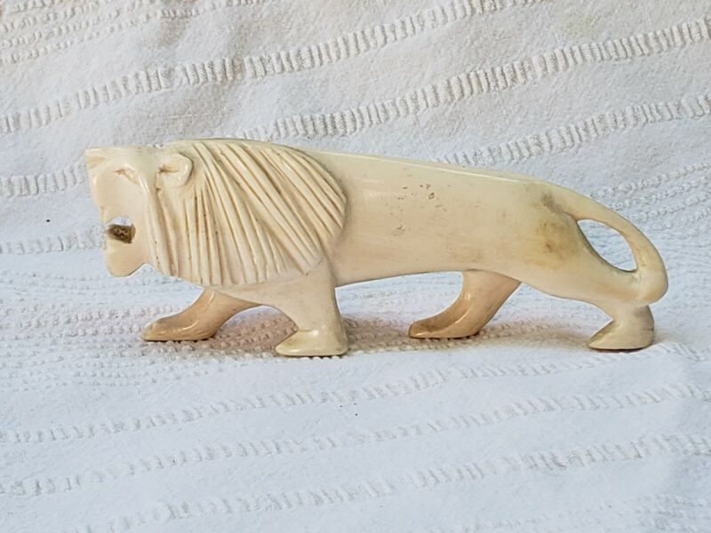 VINTAGE LION FIGURINE CARVED RETRO FASHION COLLECTIBLE