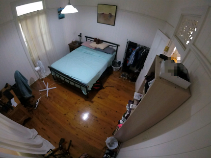 1 room available in share house- Annerley