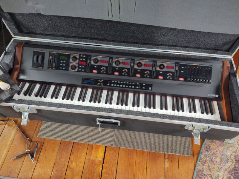 GEM Promega 3 - rare excellent keyboard, with heavy duty road case