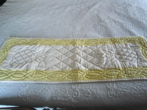"""AMISH Hand Quilted Yellow & White Pineapple Design TABLE RUNNER 12"""" x 35"""""""