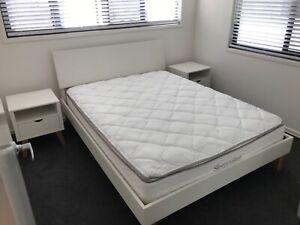 Freedom/SleepMaker Queen Bedroom Set
