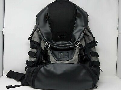 New Oakley Kitchen Sink LX Backpack 34L Capacity Black Gray 921017-23Q $250.00