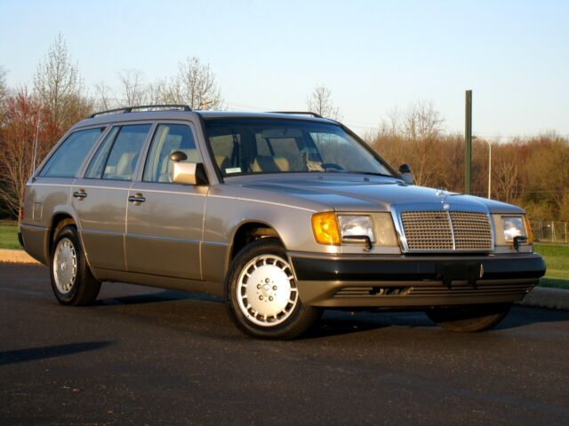 Image 1 of Mercedes-Benz: 300-Series…