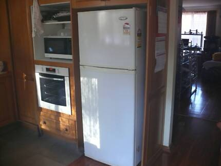 Westinghouse 415 Liters Refridgerator Cherrybrook Hornsby Area Preview