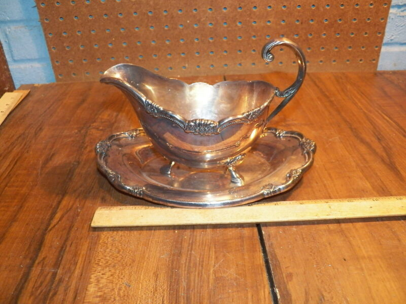 """Vintage 1847 ROGERS BROS. """"REMEMBRANCE"""" Silver Plate Gravy Boat w Plate #9813"""