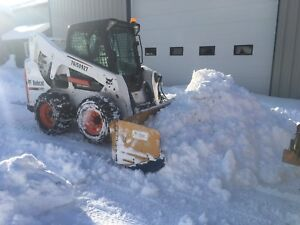 Variable width snow pusher