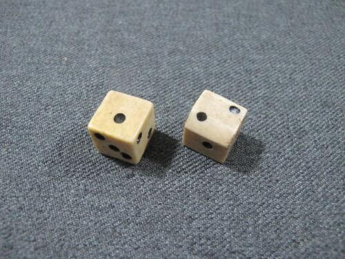 2 Vintage bovine bone dice      #H