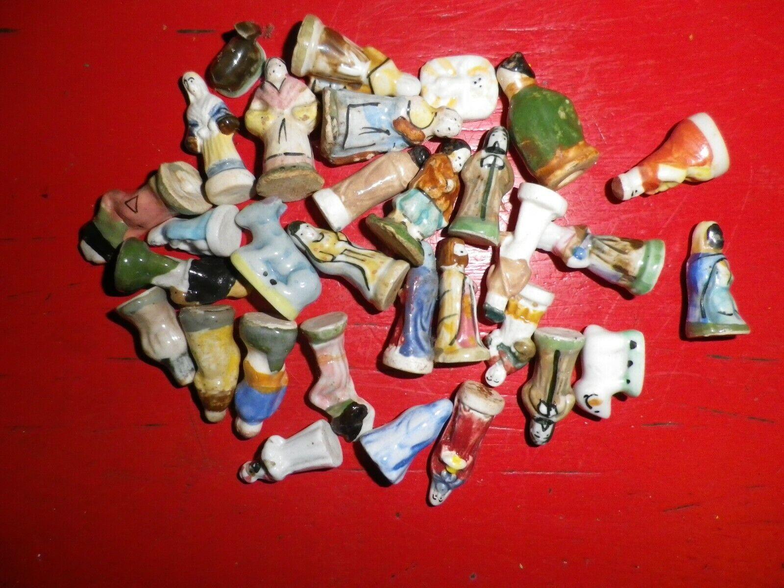 Lot 30 fèves santons
