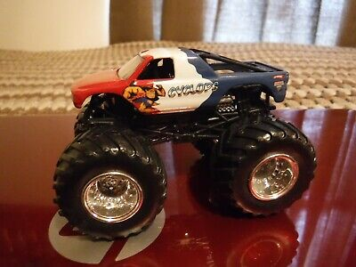 "Hot Wheels, Monster Jam Diecast Toy Truck ""Cyclops"" Loose, As-Is super nice 4x4"