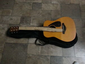 YAMAHA ACOUSTIC GUITAR New with bag