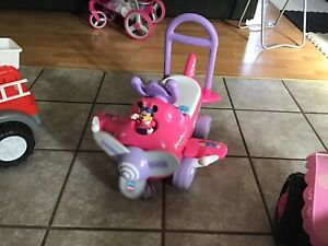 Minnie Mouse airplane ride on