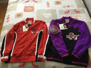 Throwback MITCHELL&NESS Raptors/Bulls jacket!
