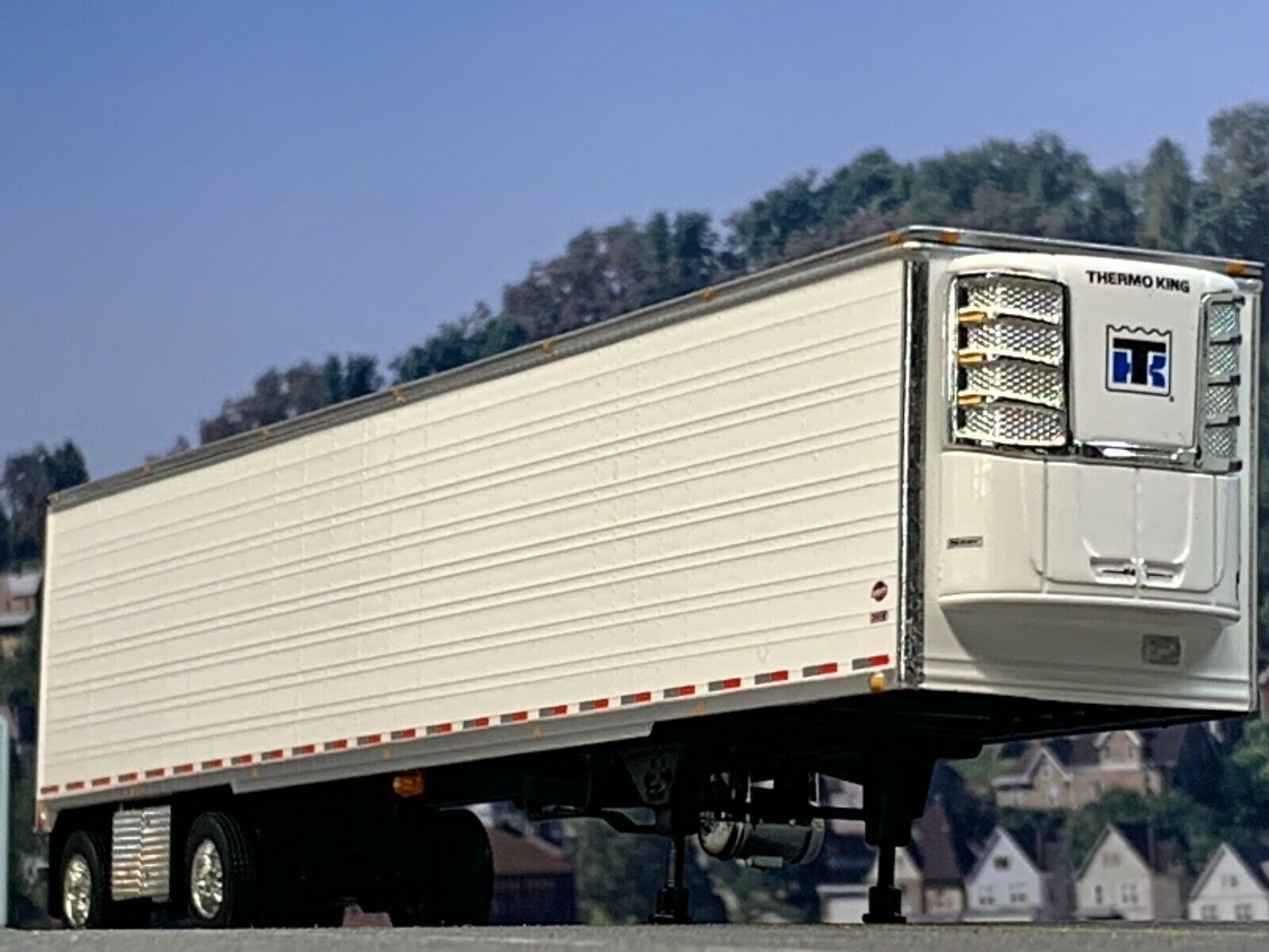 1/64 DCP WHITE 53' UTILITY 3000R SPREAD AXLE THERMO KING REEFER TRAILER