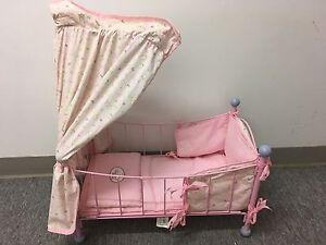 "Petit lit pour poupee "" collection baby Annabell"