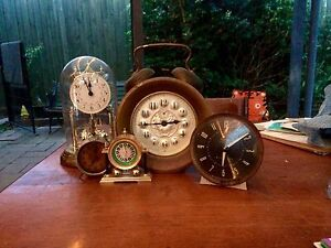 Assorted vintage and antique clocks Rowville Knox Area Preview
