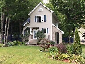 Magnifique maison à revenus sur grand terrain boisé Sherbrooke