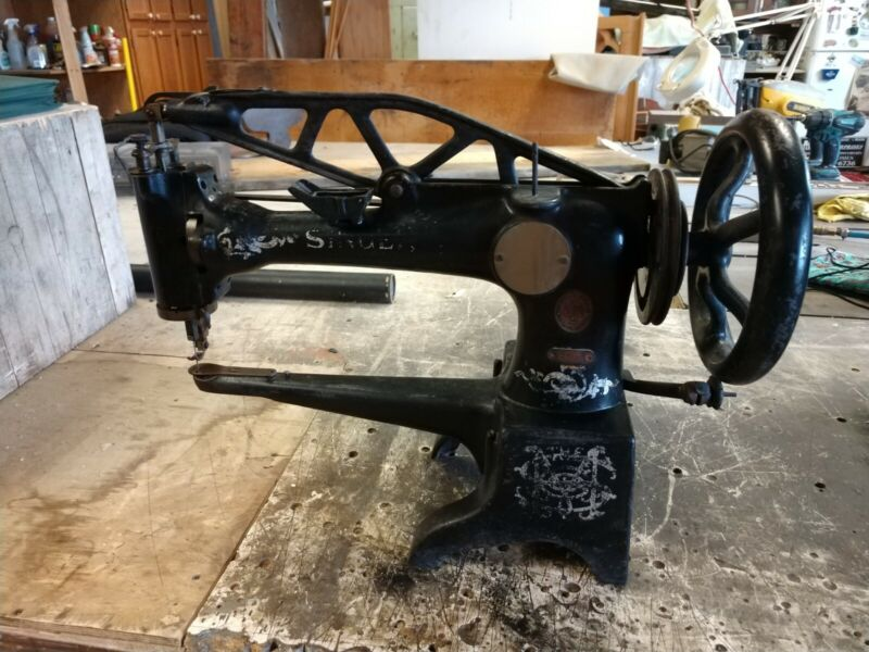 Antique SINGER 29-4 Commercial Industrial SEWING MACHINE HEAD great unit as is