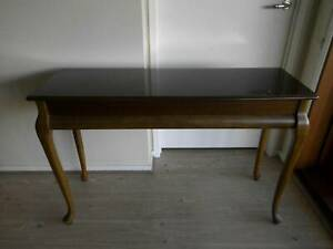BEAUTIFUL CONSOLE/HALL TABLE