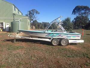 ski boat, thoroughbred racing hull Jacana Hume Area Preview