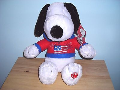 NEW PEANUTS MUSICAL SNOOPY PATRIOTIC PLUSH DOLL TOY Plays AMERICA THE BEAUTIFUL