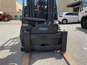 Nissan forklift 2.5t with rotator and side shift and digital scales