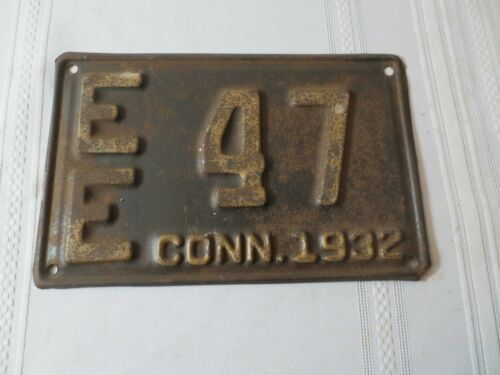 1932 CONNECTICUT LICENSE PLATE EE47