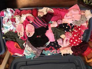 Aubaine: Lot de vêtements fille 0-24 mois! 2 gros bacs pleins!!