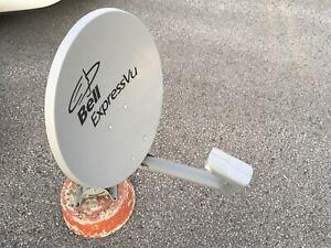 Bell ExpressVu un LNB sur socle idéal au chalet ou RV