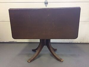 Duncan Phyfe antique drop leaf table