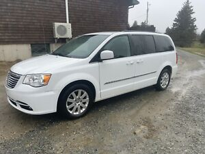 2014 Chrysler town and country van
