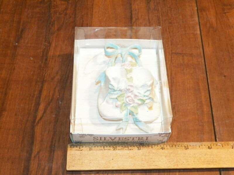 """Vintage SILVESTRI """"THE WONDER OF CHRISTMAS"""" Baby Shoes Christmas Ornament"""