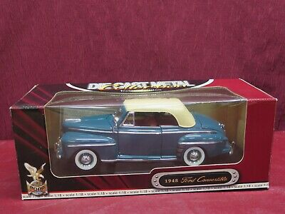 Road Signature Die Cast Metal Collection 1948 Ford Convertible Deluxe 1:18