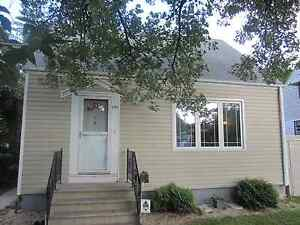 Beautiful home in Old St.Vital 3-4 bed available Nov 1