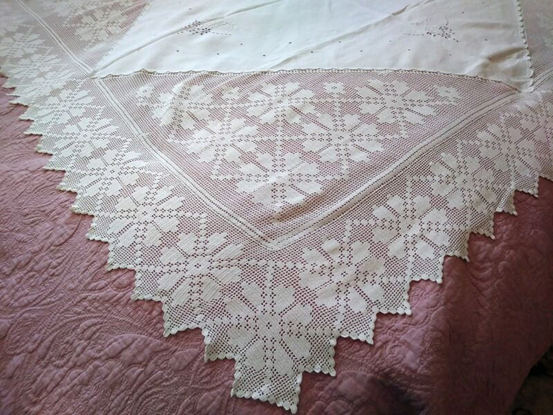 """Gorgeous Madeira Embroidered Linen & Irish Crochet Lace Tablecloth 59"""" x 58"""""""