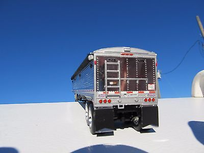 DCP 1/64 SCALE WILSON GRAIN TRAILER CHROME WITH BLACK TARP AND SILVER HOPPERS 2