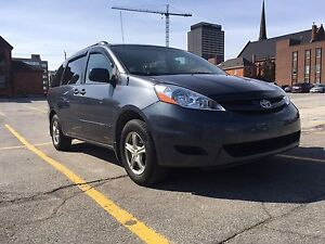 2008 Toyota sienna CE vehicle is clean and only 162 k