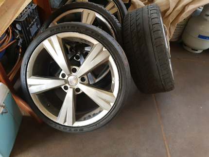 MAGS AND TYRES SET OF 4  COMMODORE