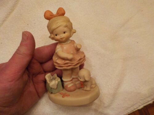 """MEMORIES OF YESTERDAY FIGURINE """"OPENING PRESENTS IS MUCH FUN"""" 1991"""