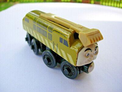 Thomas & Friends Wooden Railway Train DIESEL 10 with sliding gripper. Excellent