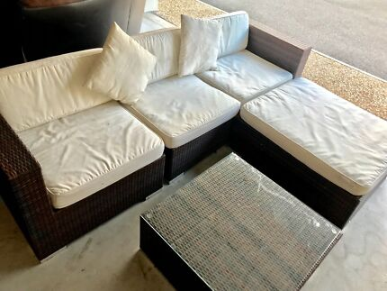 2 Outdoor Couch Lounge Wicker
