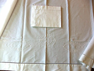 Bed linen middle 20th linen embroidered hand of roses and monogrammed