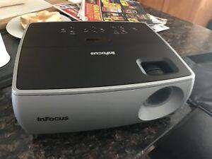 Projector in2202 infocus