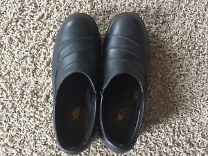 Women's dress safety shoes size 8.5 feather like brand in EUC