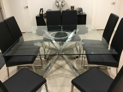 Glass top dining table with 8 chairs all in excellent condition