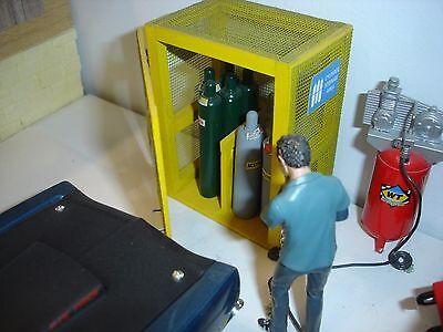 1/18 scale - Gas Cylinder Storage Cabinet for YOUR SHOP/GARAGE/DIORAMA