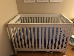 White crib and mattress, in excellent used condition