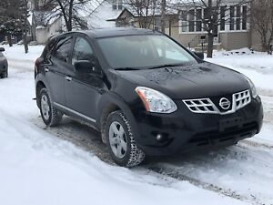 2013 Nissan Rogue ** sunroof ** LOW KMS ** SAFTIED**