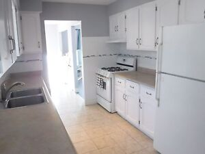 Move-in Incentives! Beautiful 3 bedroom upper unit in Kitchener