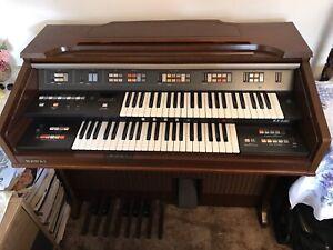 Kawai Organ KX330