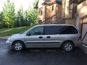 2004 Ford mini van